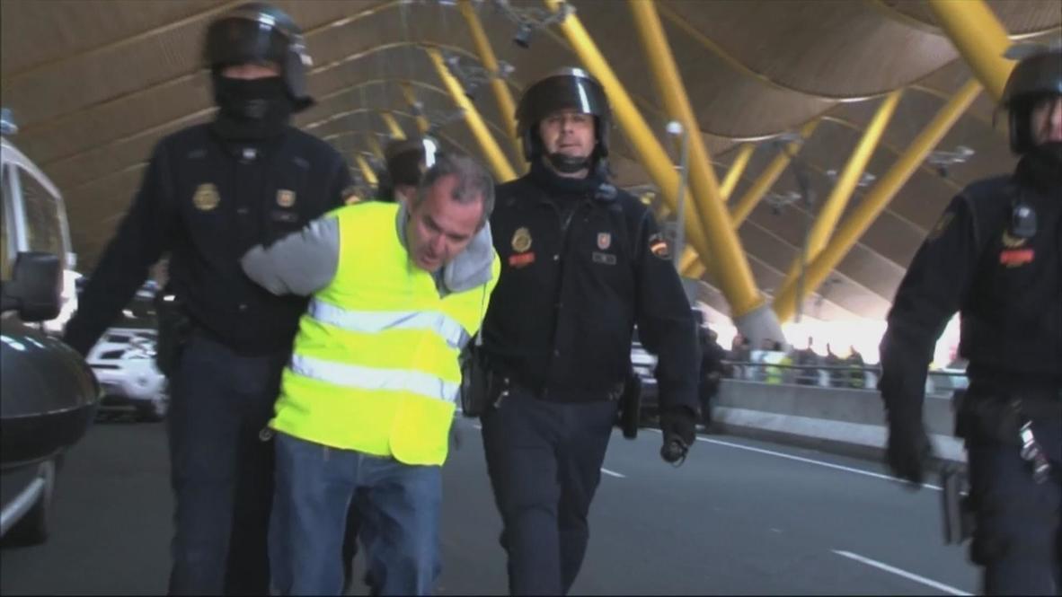 Spain: Iberia strikes met by force
