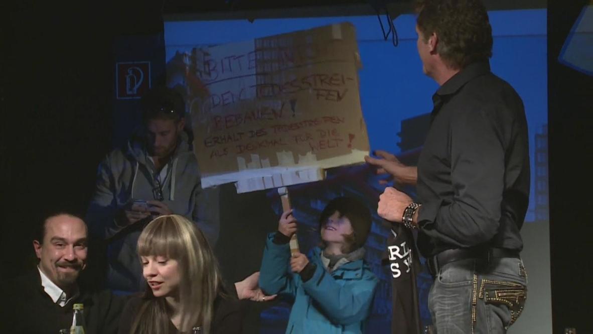 Berlin: David Hasselhoff defends Berlin Wall