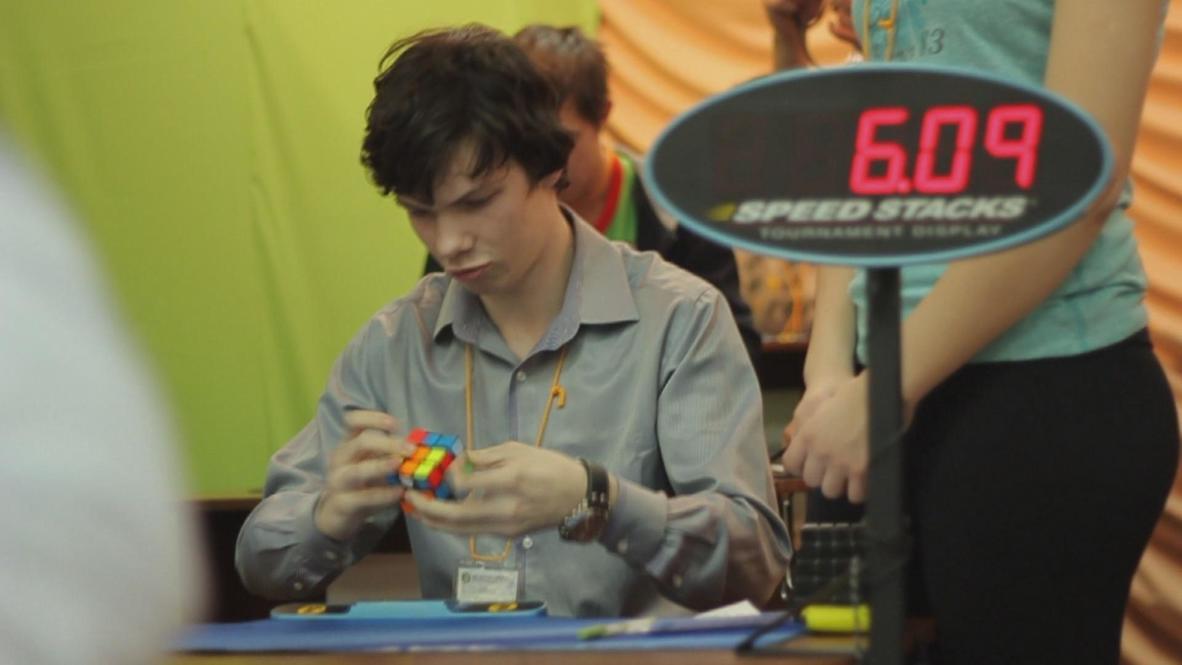 Russia: Nimble fingers set new Russian Rubik's cube record