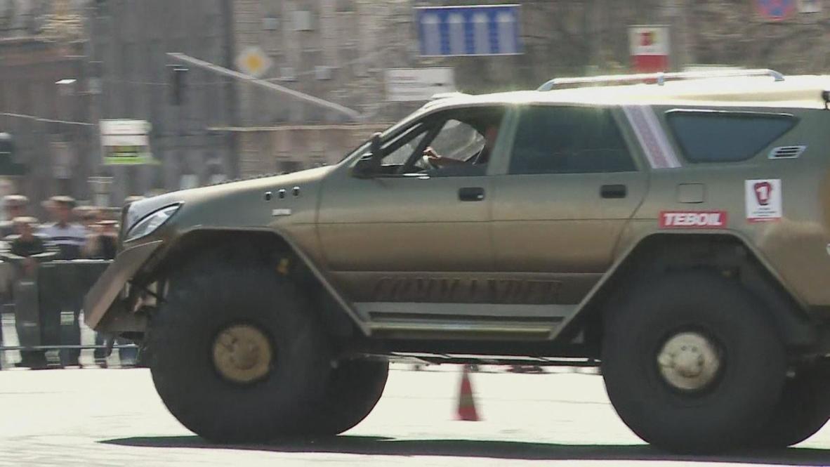 Ukraine: Snarling 'Wild Boar' tears up central Kiev