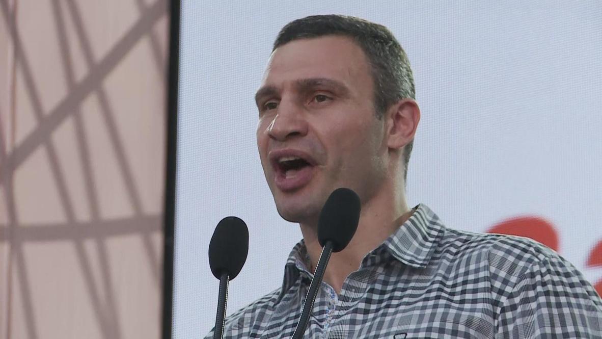 Ukraine: Vitali Klitchko makes protest for reform heavyweight