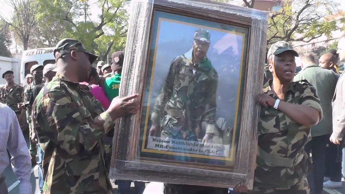 South Africa: Veteran Association sing and dance for Mandela