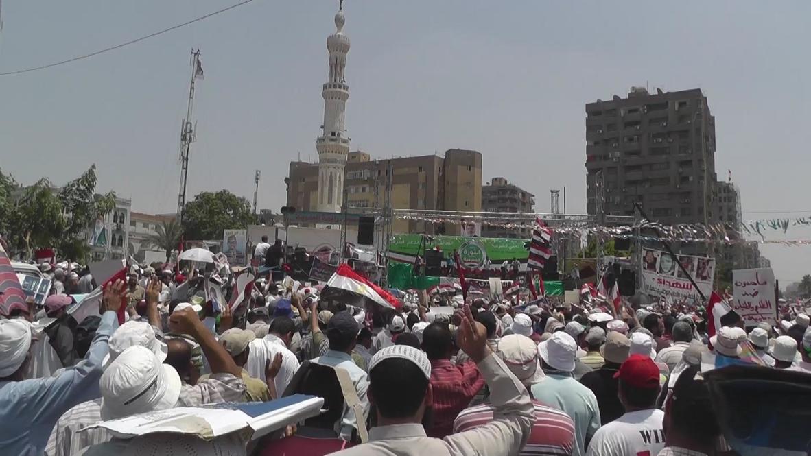 Egypt: Morsi loyalists hold noon prayer for deposed leader