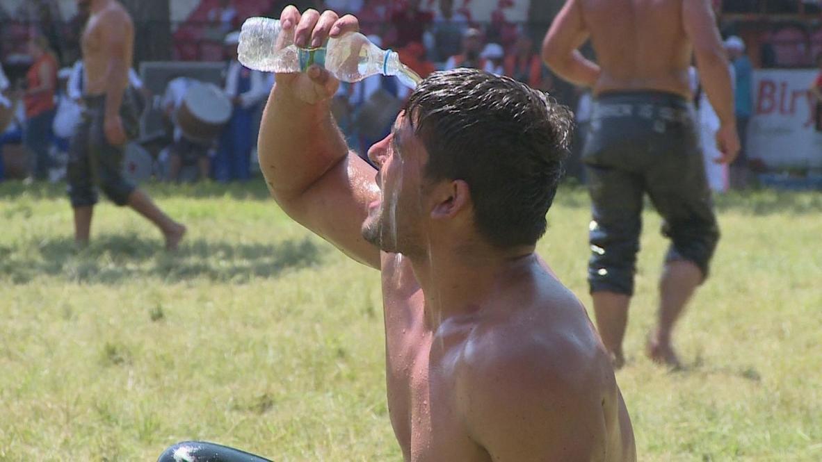 Turkey: Passionate sports fan learns wrestling's oily techniques