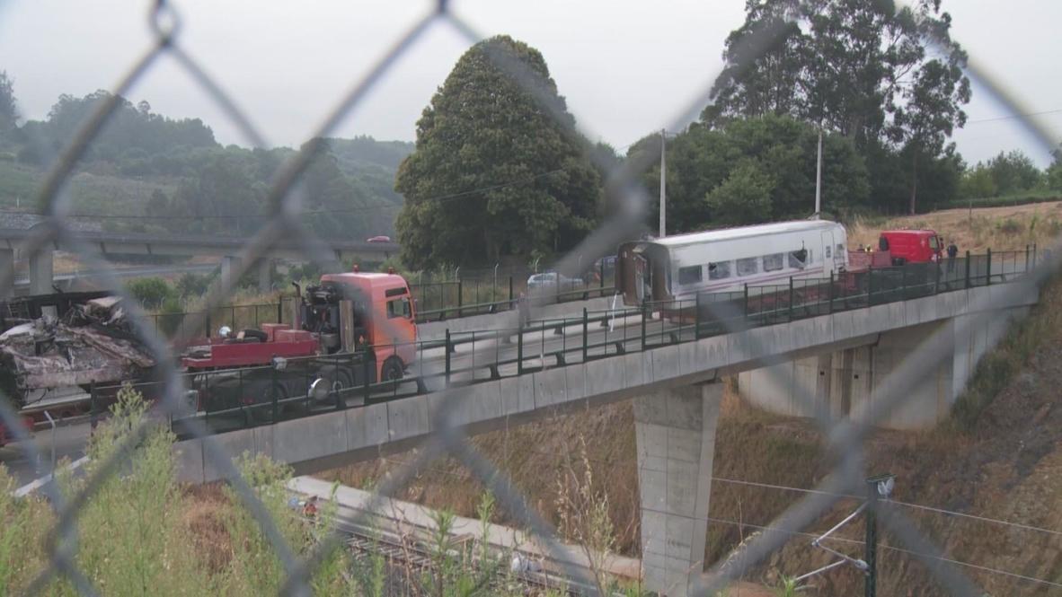 Spain: Train crash site inspected by technicians