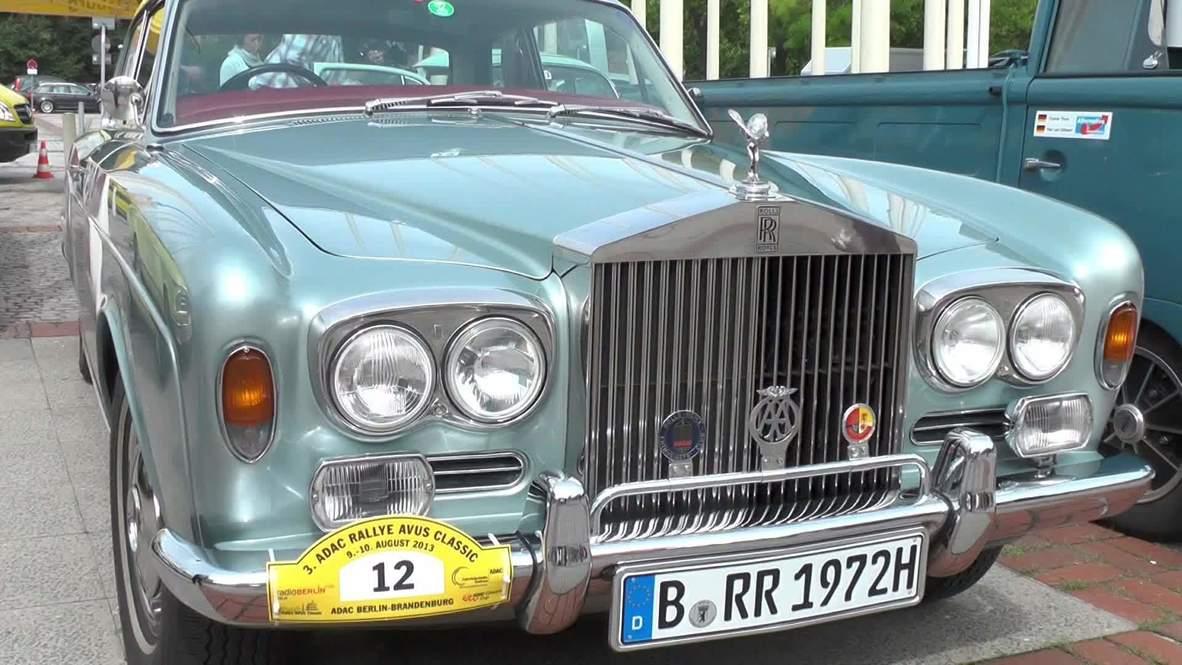 Germany: Classic cars burn rubber in Berlin