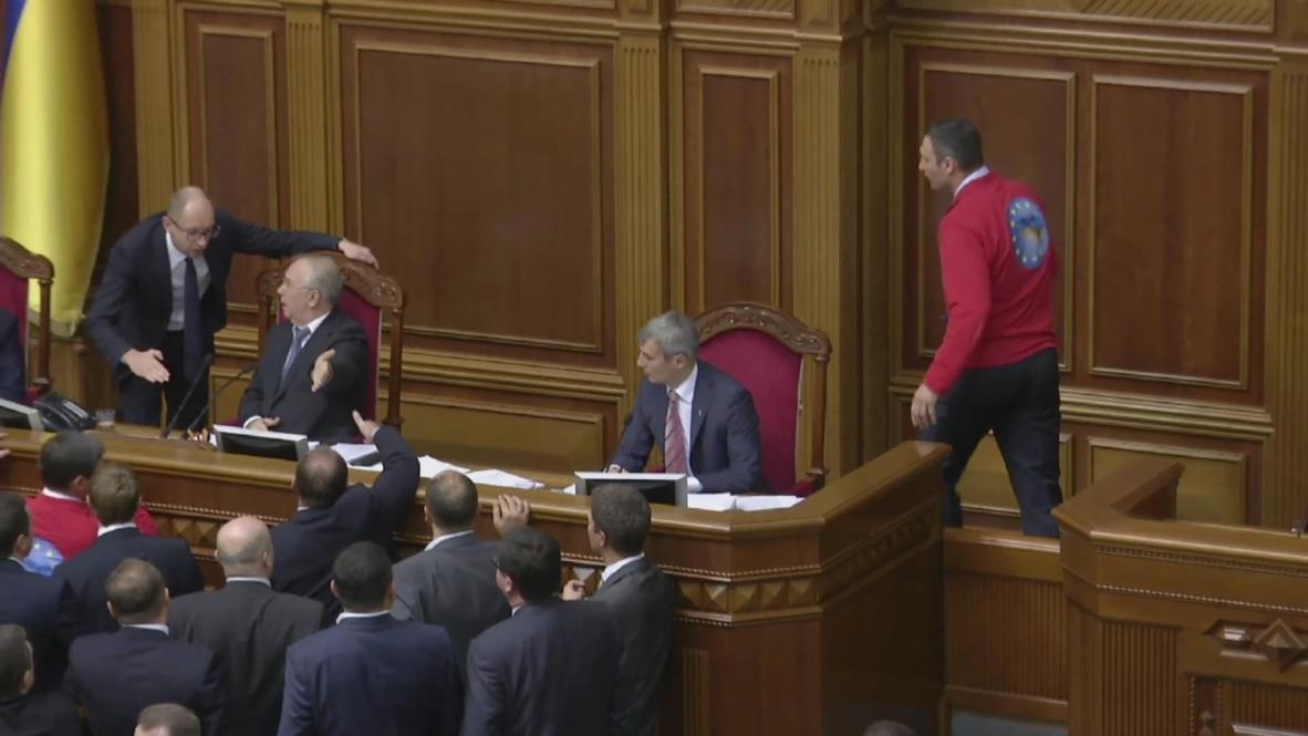 Ukraine: Klitschko in the ring for presidency, for now