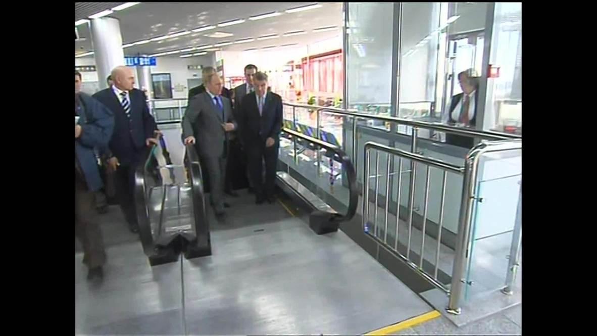 Russia: Putin and IOC president tour key Olympic transport hub