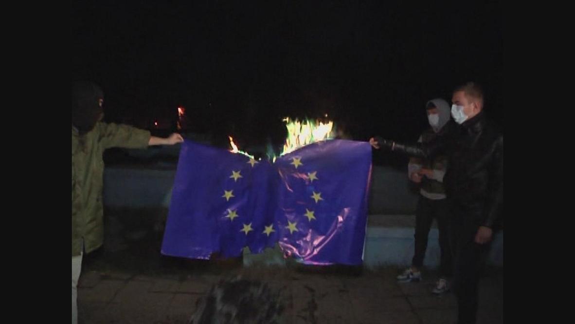 Ukraine: EU flag on fire in Crimea