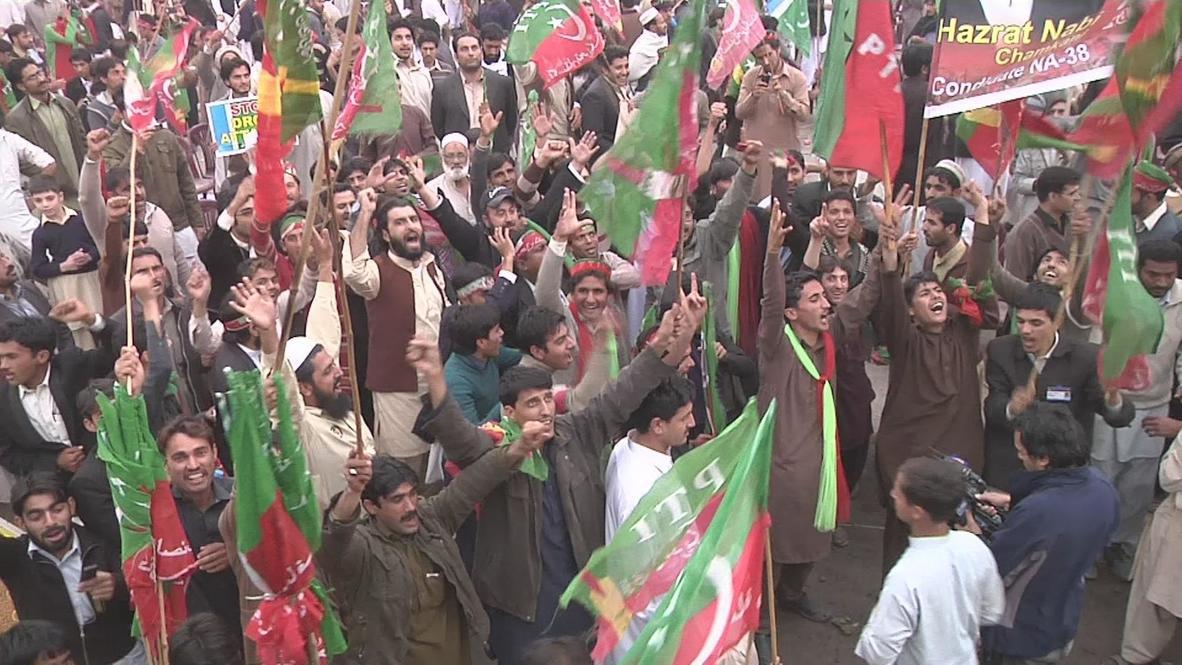 Pakistan: Imran Khan addresses thousands at anti-US drone strike rally