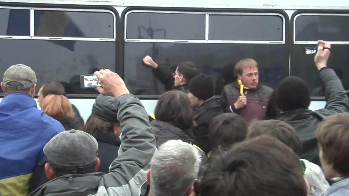 Ukraine: Pro-EU demonstrators clash with police