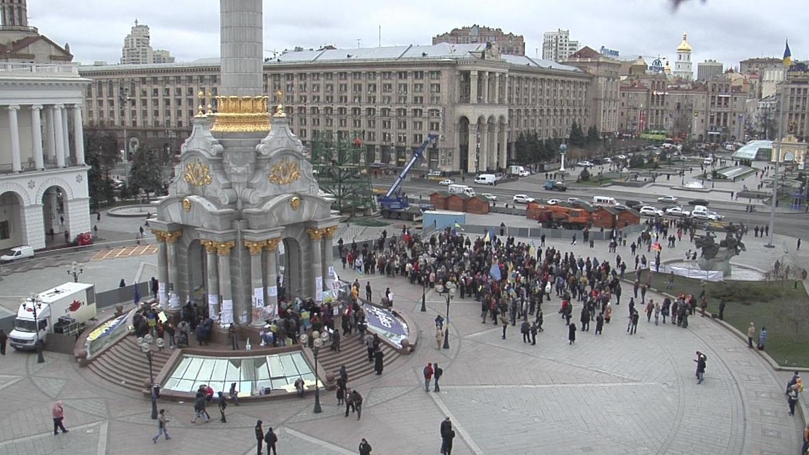 Ukraine: Pro-EU protests continue as chill sets in