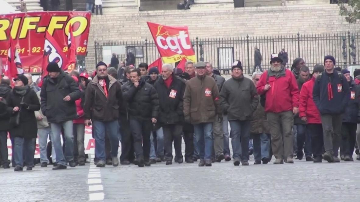 France: Retirement reforms rile thousands of Parisians