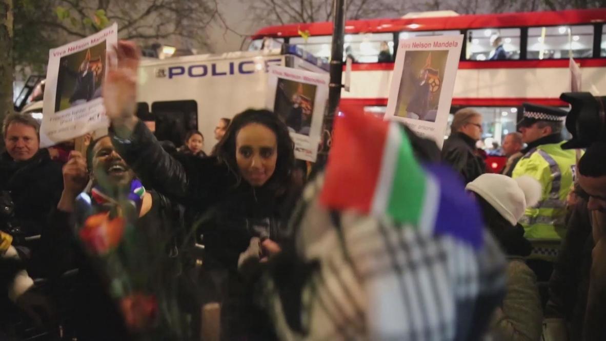UK: Thousands gather in Trafalgar for Mandela vigil