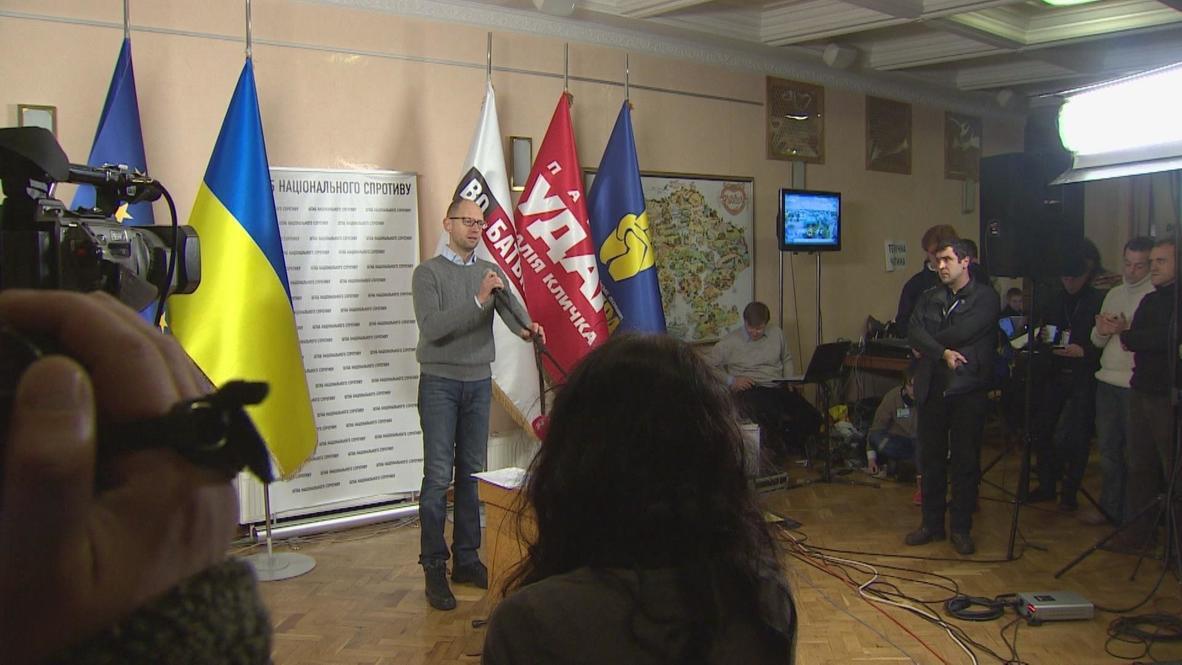 """Ukraine: Yatsenyuk asks Yanukovych """"not to make any unconstitutional steps"""""""