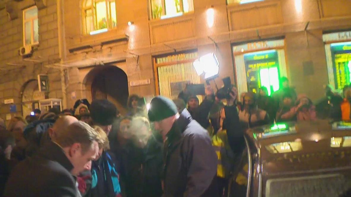 Ukraine: Catherine Ashton heavily guarded by group of men