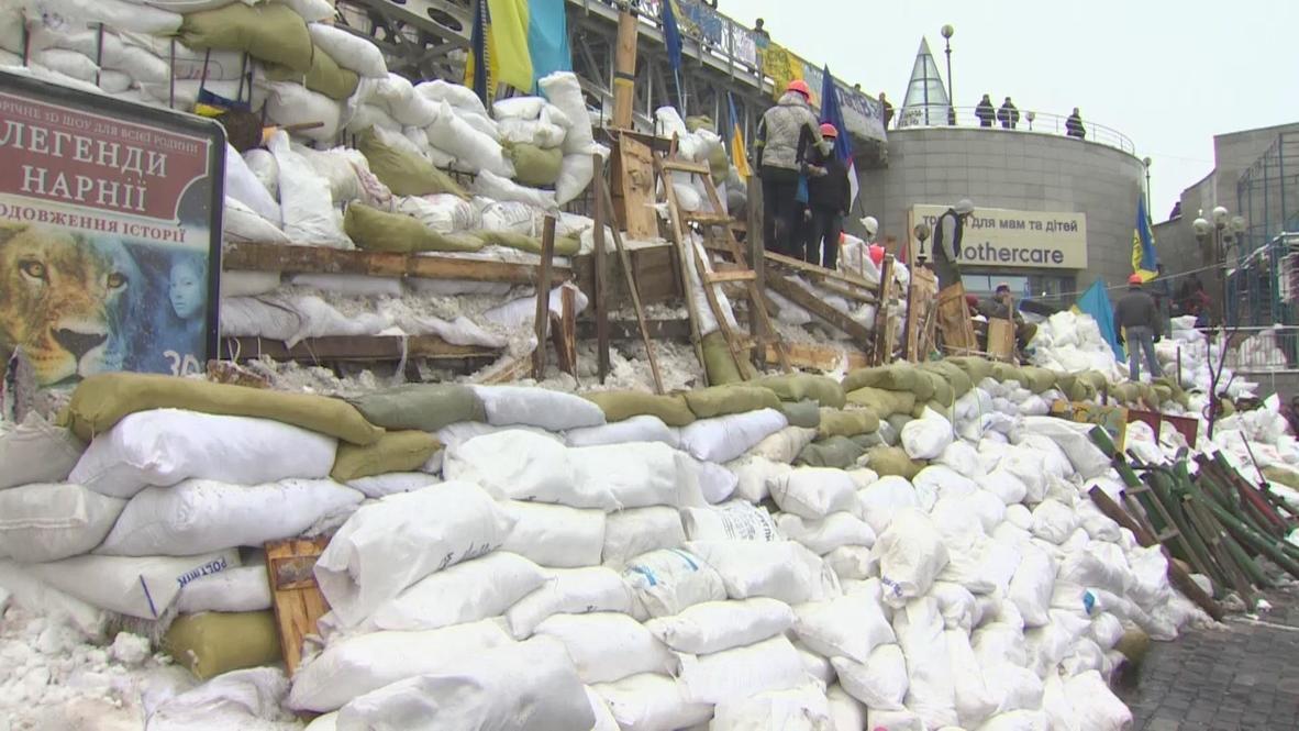 Ukraine: Barricades re-built: harder, stronger, taller