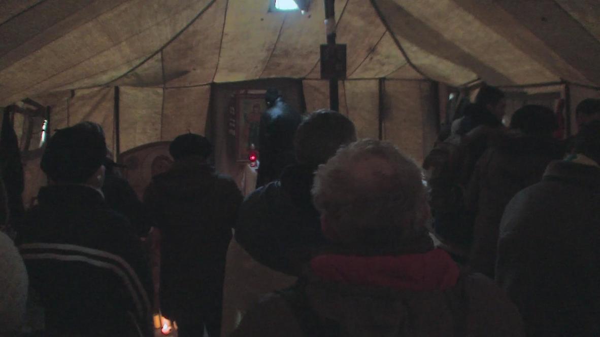 Ukraine: Maidan protesters make makeshift chapel in the heart of unrest