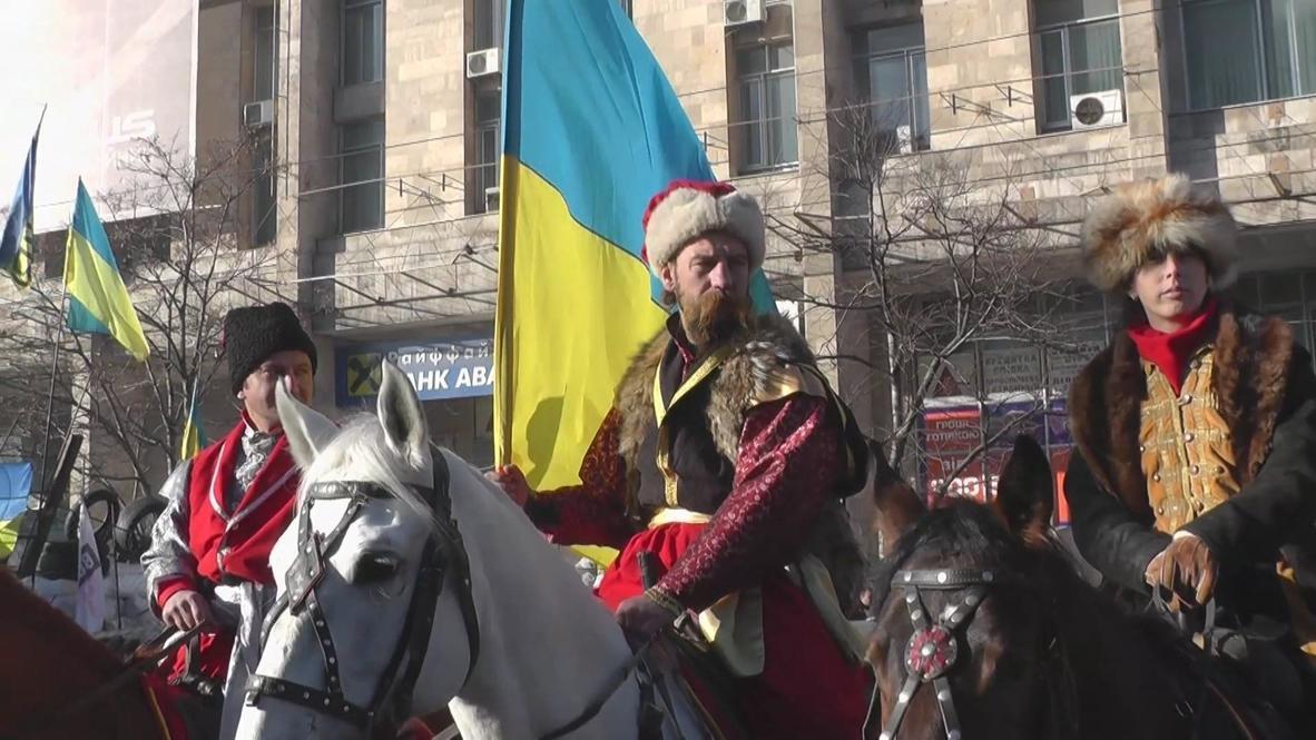 Ukraine: Cossacks of Ukraine trot passed Maidan's barricades
