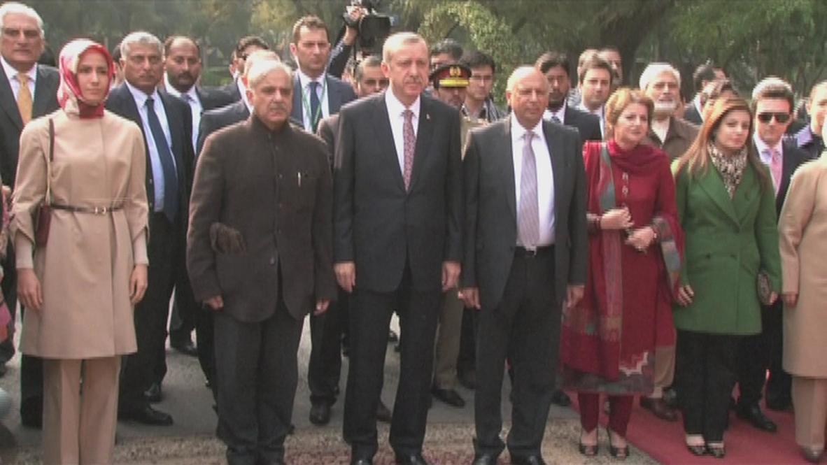 Pakistan: Turkish PM Erdogan welcomed to Lahore with lavish ceremony