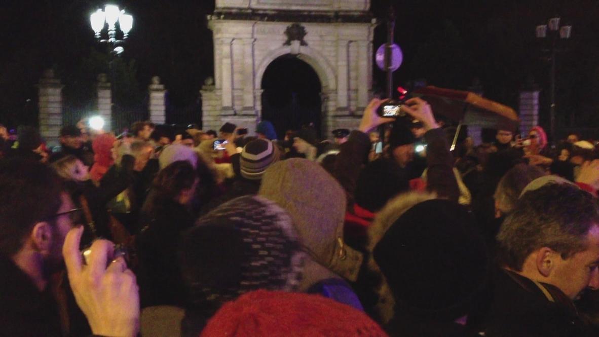 Ireland: Bono busks for charity