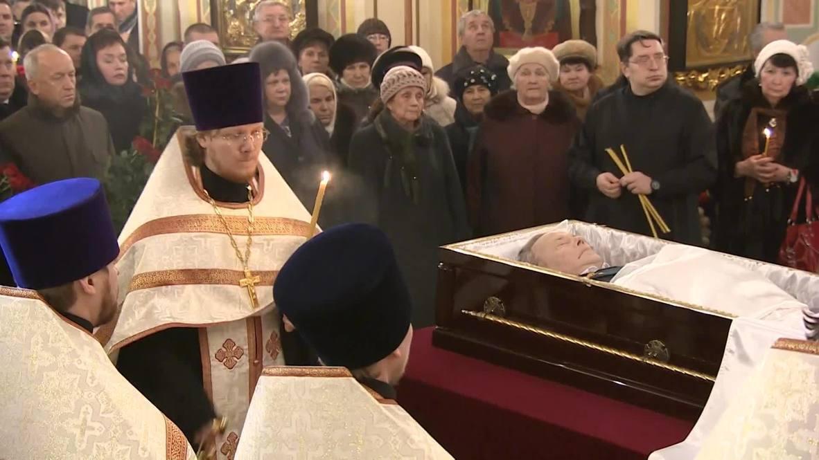 Russia: Thousands bid farewell to Kalashnikov