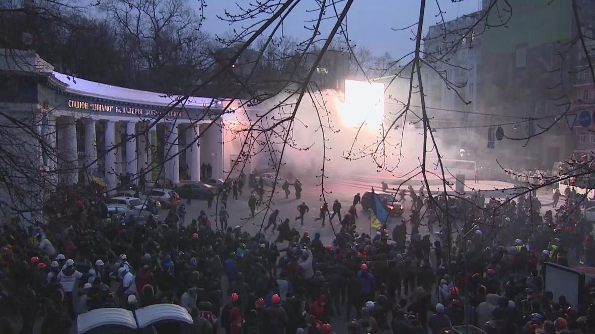 Ukraine: Protesters battle police in Kiev