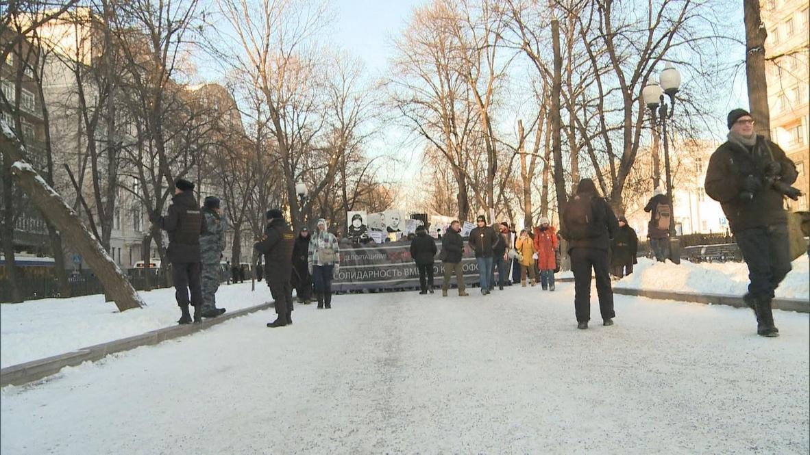 Russia: Anti-fascists march in memory of neo-Nazi murders