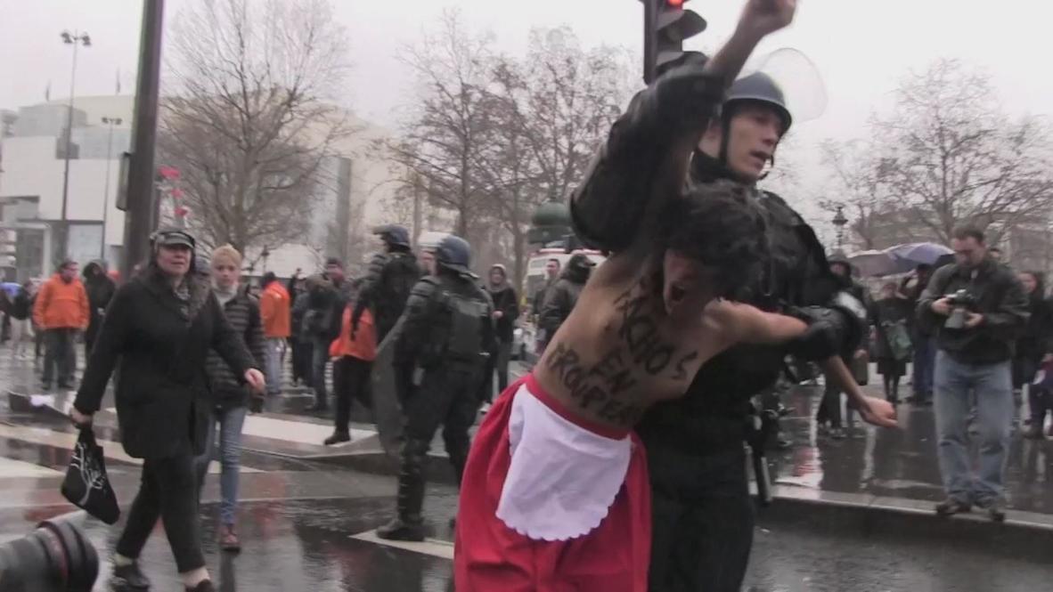 France: FEMEN gatecrash anti-Hollande protest