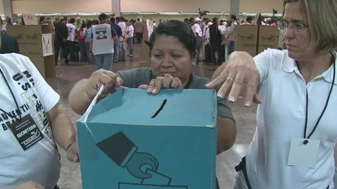 El Salvador: Former guerilla leader holds early presidential vote lead