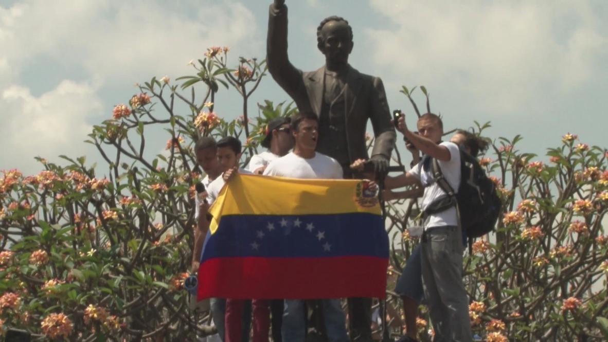 Venezuela: Opposition leader Leopoldo Lopez arrested at rally