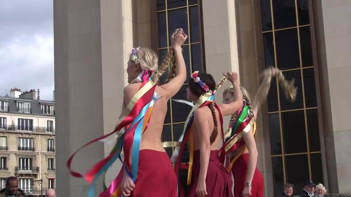 France: FEMEN's breasts target Tymoshenko *EXPLICIT*