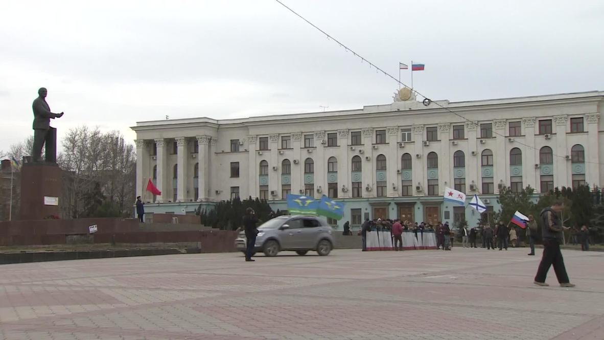 Ukraine: Local self-defence units continue to patrol Simferopol