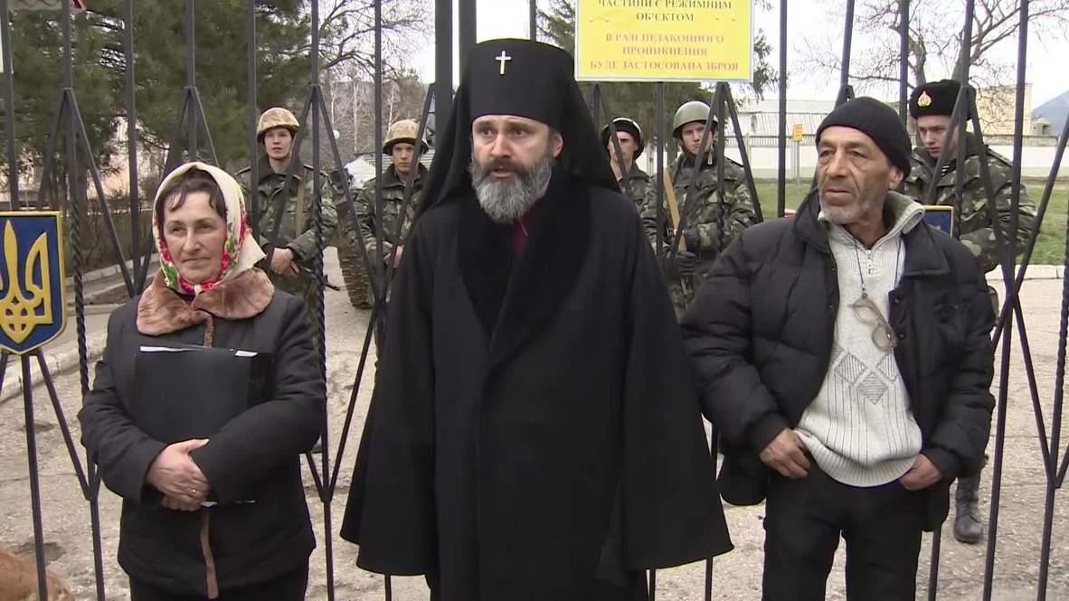 Ukraine: Local self-defence unit surrounds Ukrainian military base