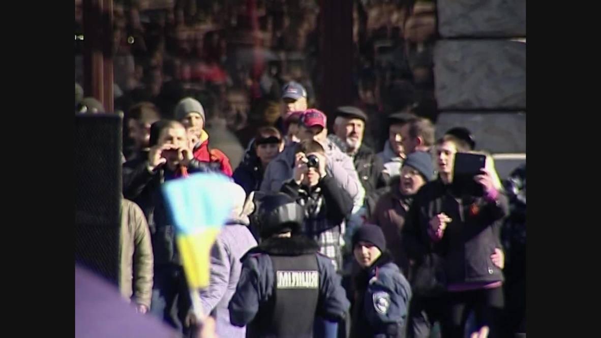 Ukraine: Klitschko egged and booed at rally in Kharkiv