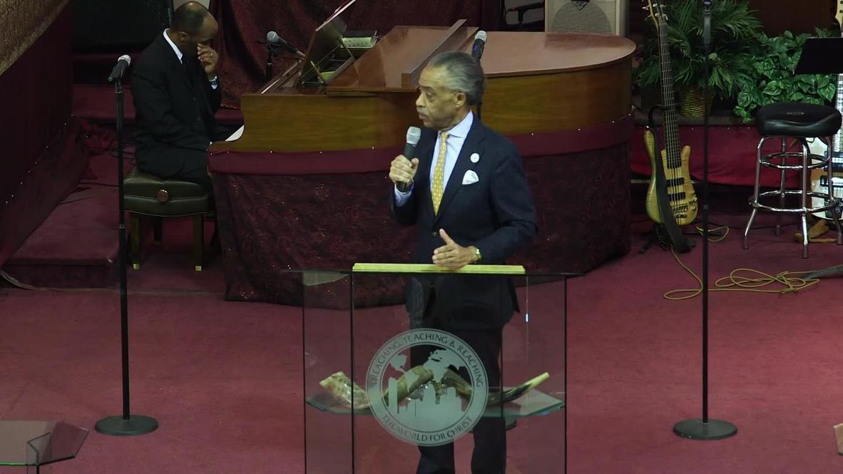 USA: Bill de Blasio and Al Sharpton raise cash for Harlem victims