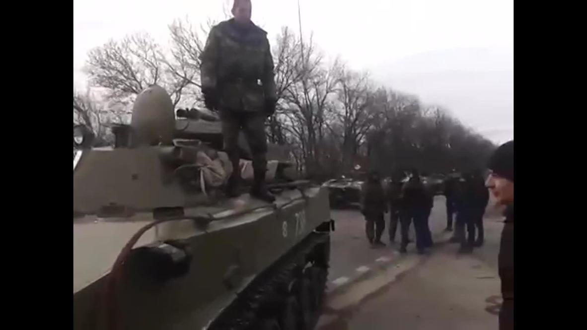 Ukraine: Donbass activists block tanks from Kiev