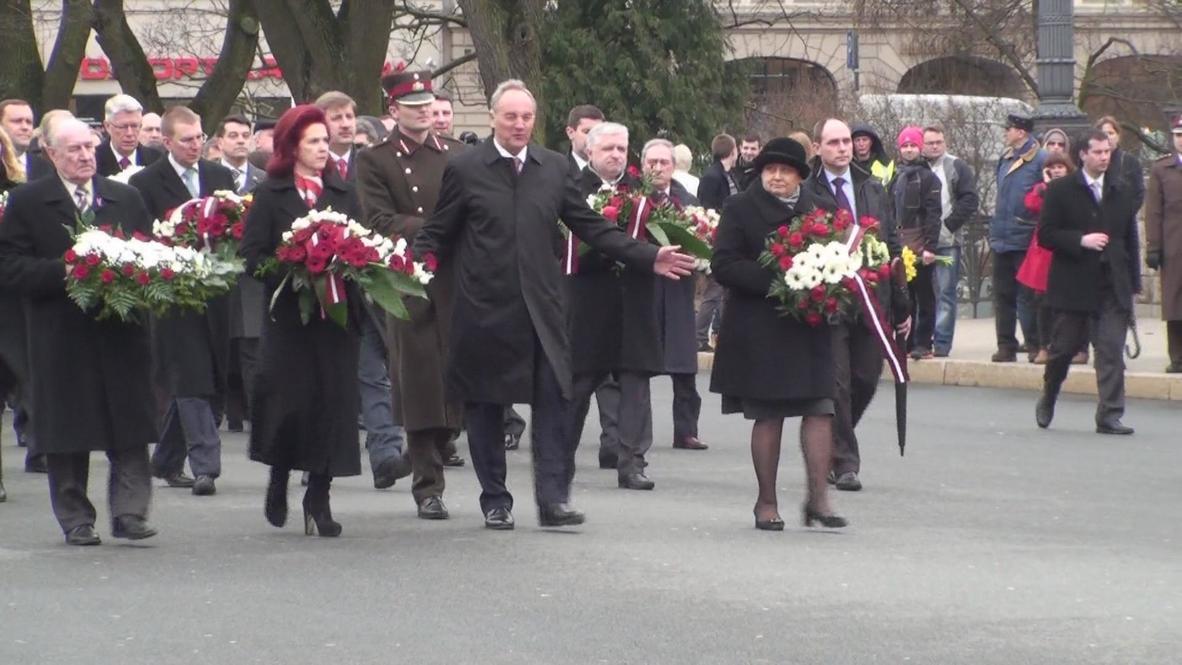 Latvia: Riga march remembers Soviet-era victims