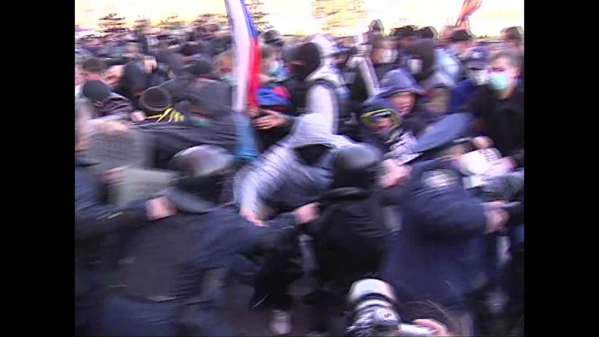 Ukraine: Pro-Russian activists seize Donetsk government building