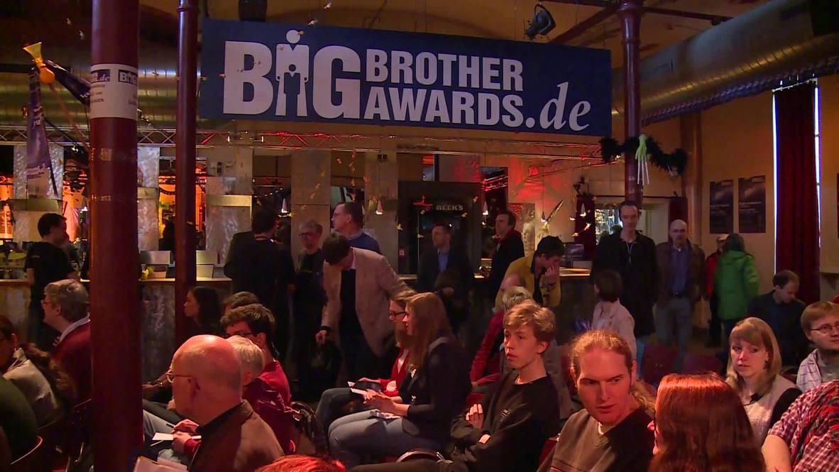Germany: Snowden honoured, Germany shamed at awards