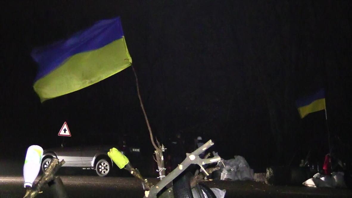 Ukraine: Pro-Maidan activists man roadblocks to stop support for east