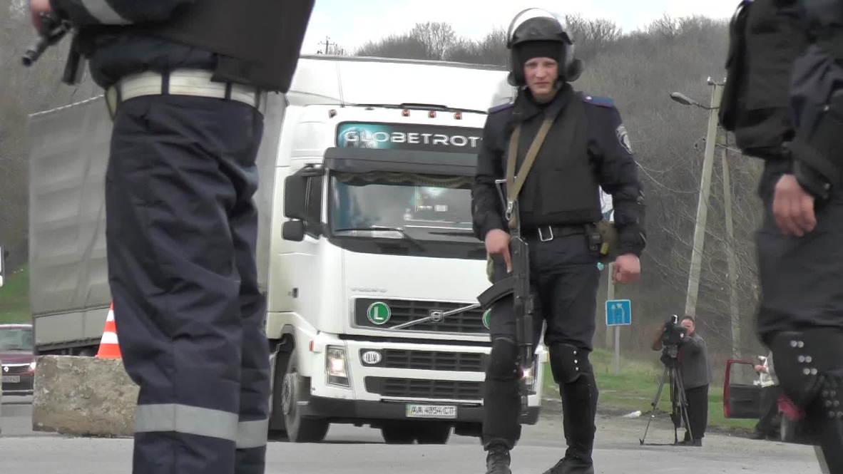 Ukraine: Armed police searches for Izjum-bound vehicles