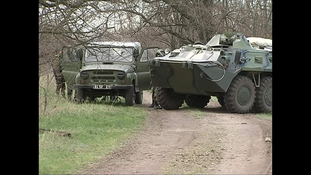 Ukraine: Locals block path of Ukrainian military with BTR-80s