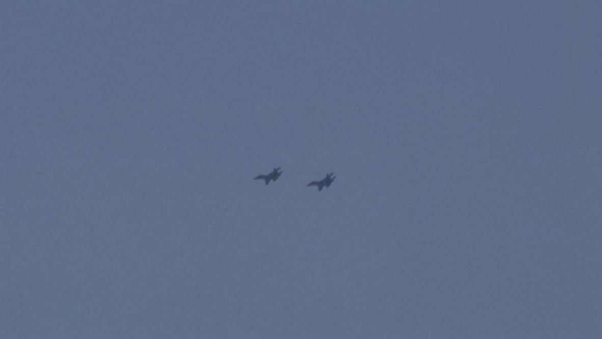 Ukraine: Sukhoi Su-27 fly low over Lugansk