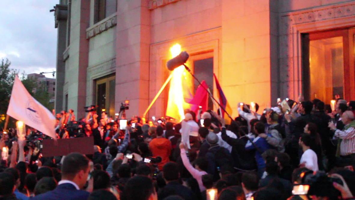 Armenia: Yerevan genocide marchers burn Turkish flag