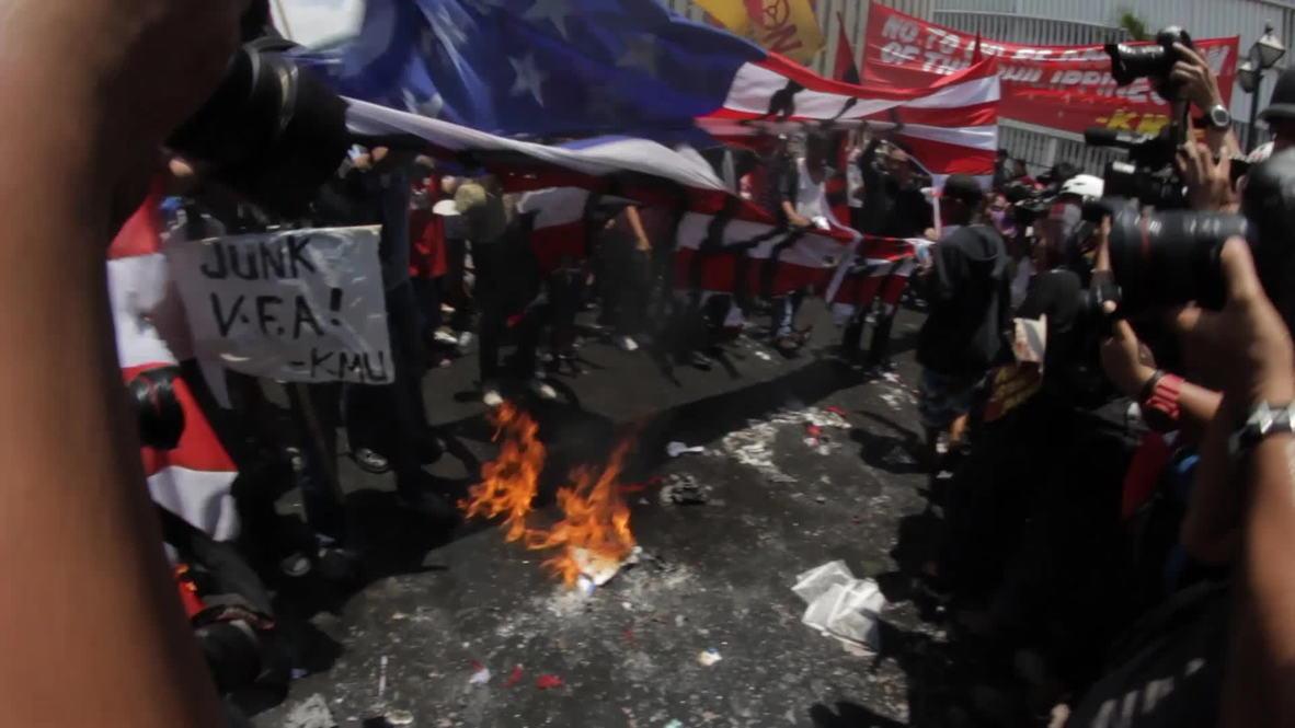 Philippines: Anti-Obama protesters in Manila burn US a flag