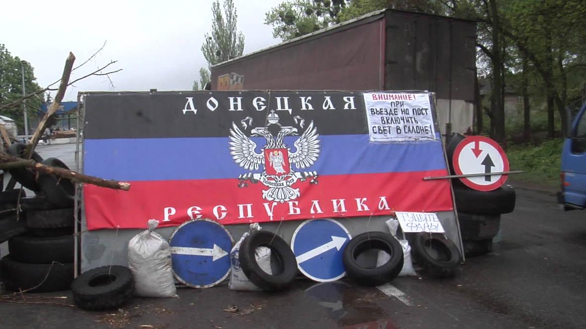 Ukraine: Armed men guard 'border of Donetsk Republic'