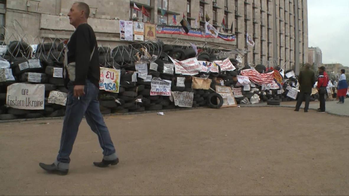 Ukraine: Armed men hold Donetsk government HQ