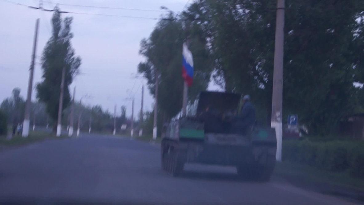Ukraine: APCs hurtle down streets of Slavyansk