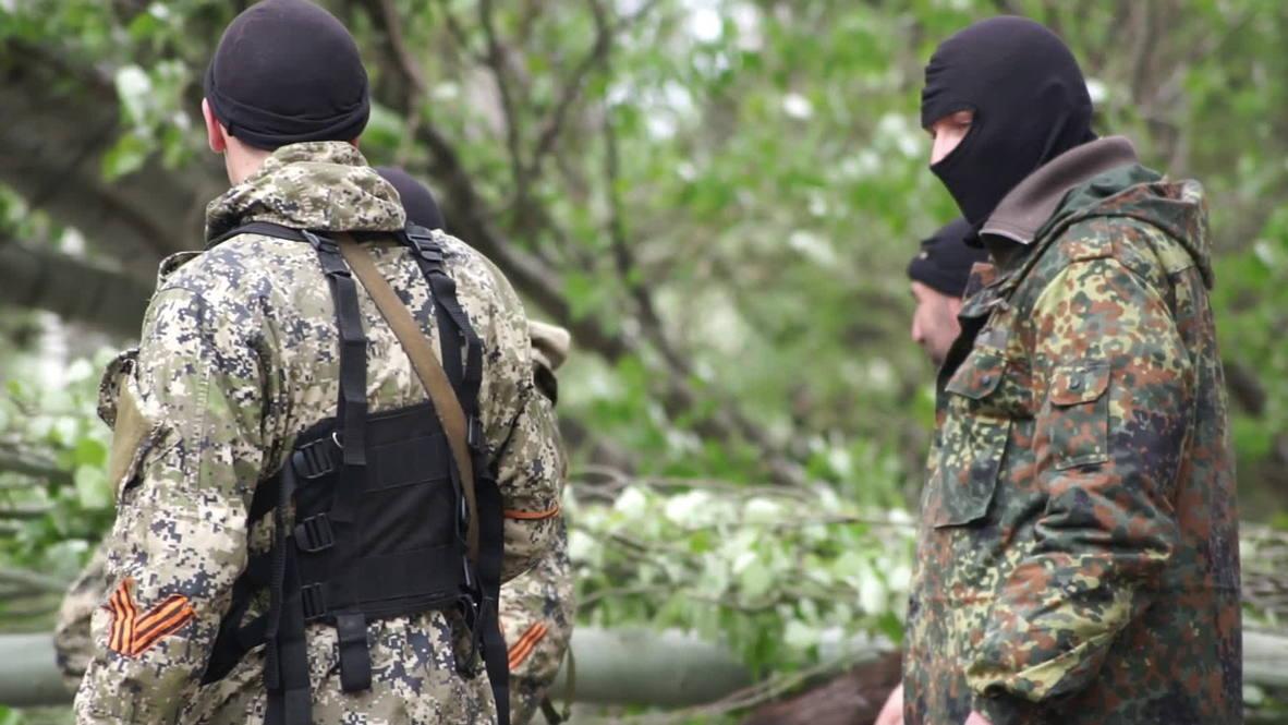 Ukraine: Self-defence units barricade Slavyansk streets